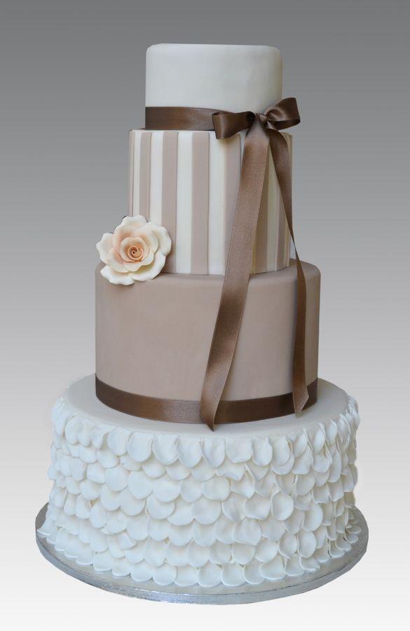 Holly Ruffles Cake — Round Wedding Cakes