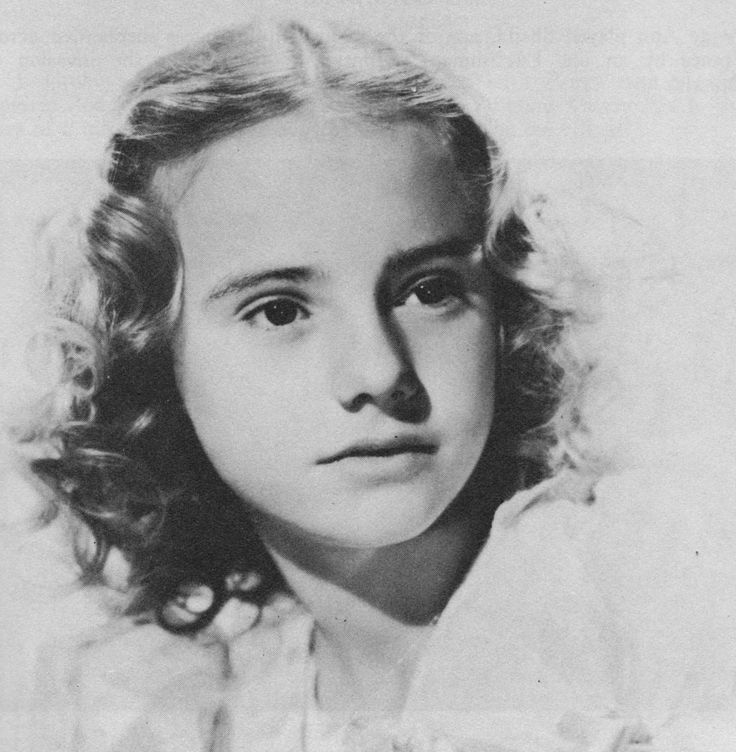"Peggy Ann Garner (1932-1984). A successful American child actress, Garner played her first film role in 1938 and won the Academy Juvenile Award for her work in ""A Tree Grows in Brooklyn"" (1945). Featured parts as she grew older did not further her attempts to establish herself in mature film roles, and although she progressed to theatrical work, she made relatively few acting appearances as an adult."