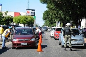 Detran PI:Multasde trânsito caem quase pela metade em Teresina +http://brml.co/1fT2MDR