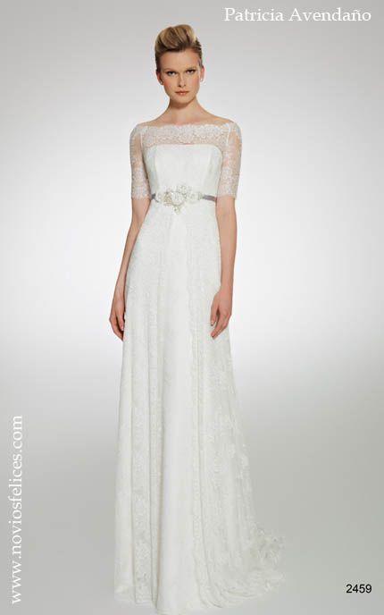 Vestido de novia de estilo romántico y sencillo elaborado con encaje, corte imperio con el talle cruzado por una fina cinta color plateado y...