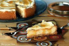 La New York cheesecake è una torta cremosa al formaggio,una base di biscotti ed una copertura di panna da mangiare con salsa al caramello o frutta fresca.