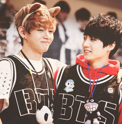 THIS IS THE PICTURE THAT GOT MY VKOOK SHIP COUPLE THINGY TO BE REAL LOL I LOVE THESE TWO SO MUCH  WHEN I FIRST BECAME AN ARMY AND DIDNT KNOW NAMES OTHER THAN JUNGKOOK, THIS WAS MY SHIP