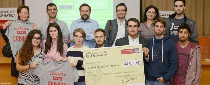Los estudiantes de Informática destinan a Cáritas la recaudación de la venta de camisetas solidarias  http://www.um.es/actualidad/gabinete-prensa.php?accion=vernota&idnota=51881