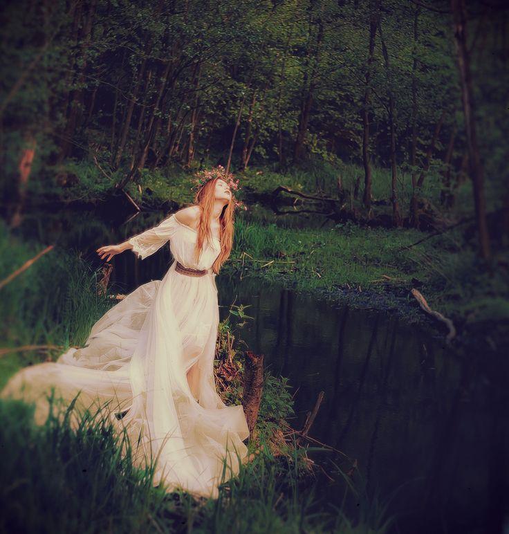 Świtezianka | Agnieszka Juroszek Photography |    Model: Adrianna Brzozowska | girl, flowers,  colors, spring, portrait, spirit, beauty, forest, fairy, magic, green, white dress, nature, wild, dark