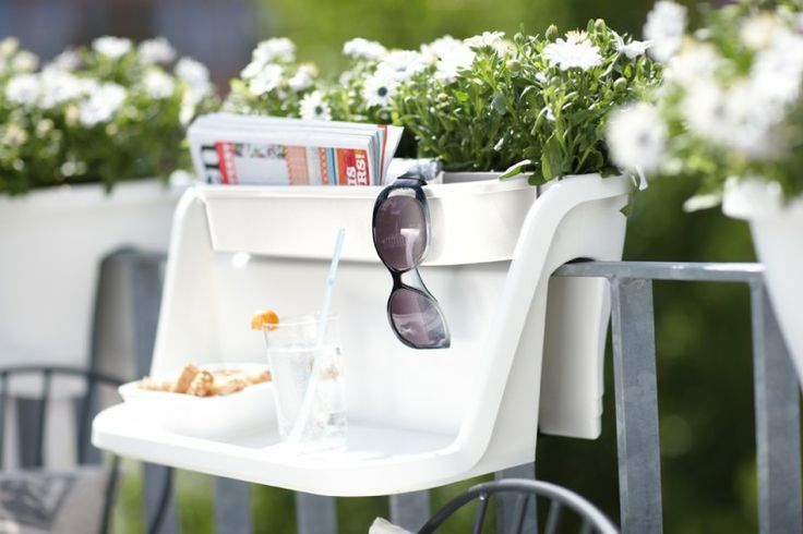 Flower bridge table. Smart idea for the balcony. A table with room for your things and even some small plants. Love it.