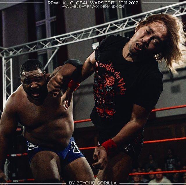 Keith Lee flooring Tetsuya Naito   Professional wrestler, Pro wrestling,  Professional wrestling