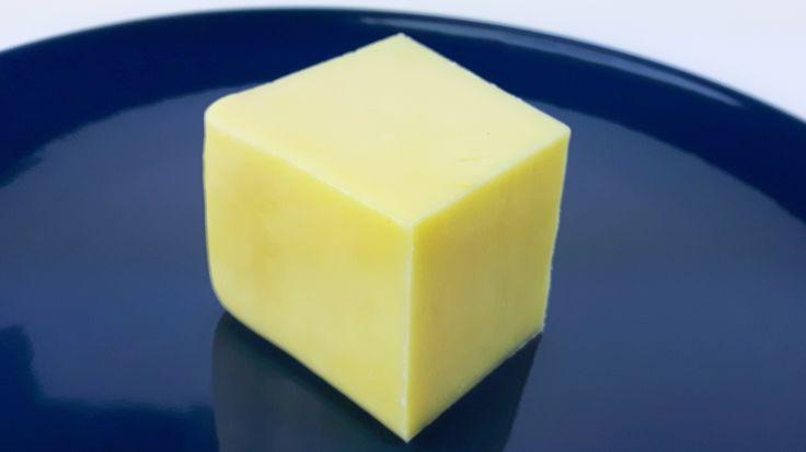 Farmhouse Cheddar to idealny ser na pierwszą przygodę z serami dojrzewającymi. Przepis nie należy do skomplikowanych. Wypróbuj przepis na ser Cheddar