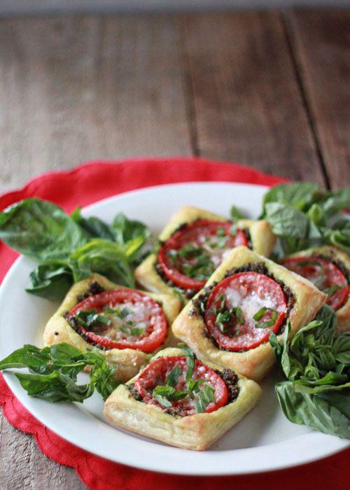 Tomato pesto tarts with optional Prosciutto - Kitchen Treaty !