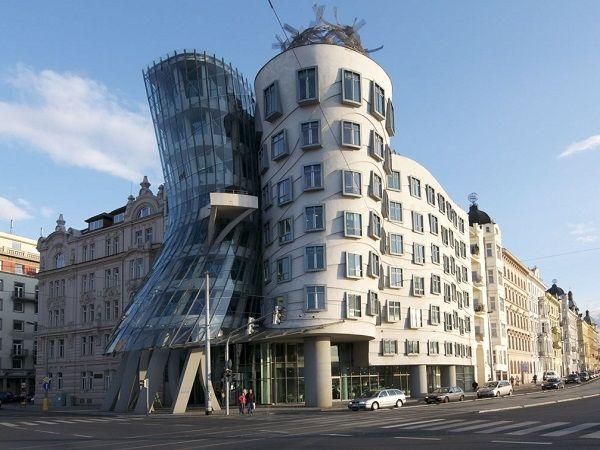 frank gehry & Vlado Milunic - La maison dansante - Prague - 1996
