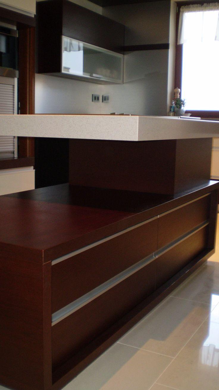 Design konyhabútor körbejárható pulttal