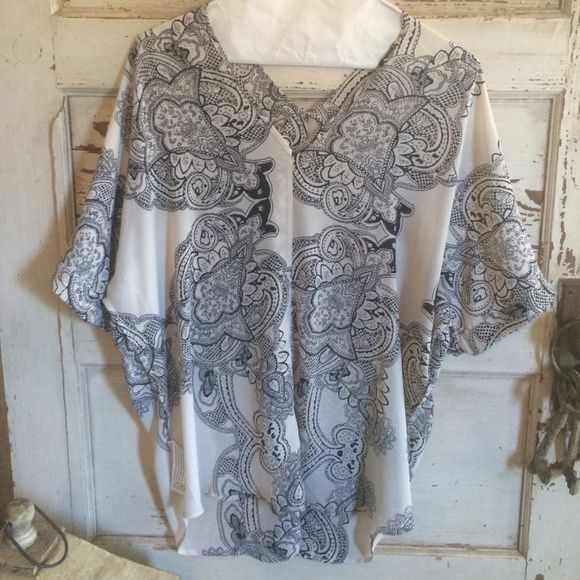 Sheer beige/black slouchy top NWOT Sheer material,never worn ,without tags, small, black/white slouchy top NWOT Forever 21 Tops