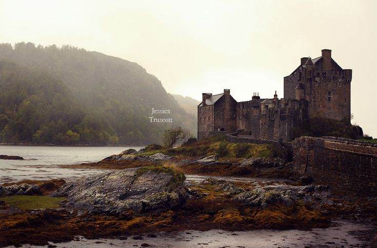 Eilean Donan Castle by fae-photography