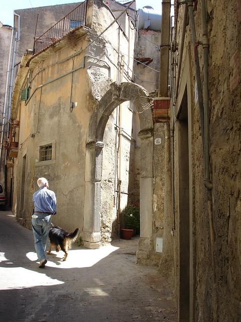 Sicilia - Nicosia by Kalsa (m.a.mondini), via Flickr  #InvasioniDigitali il 20 aprile alle ore 9.00 Invasore: Charlie La Motta #laculturasiamonoi #liberiamolacultura