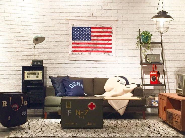 渋谷店 [NEW ARRIVAL]  JFK SOFA KH ¥170,000+TAX W1700D930H400 5点限定  シンプルでプレーンなデザインが人気のJFK SOFAに、軍パンの生地をリメイクしカバーを作成しました。 今までのベーシックなイメージからガラッと変わりカジュアルに。  今回のコーディネートテーマは[ARMY]です。 カーキ・ネイビー・ホワイトの三色を主軸にさし色は赤。 ヴィンテージのBOXを合わせて更にARMY感を出しています。  是非、渋谷店へお越し下さい。  お問い合わせ・ご注文はこちらまで☟ 03-6419-1350  #渋谷#jsfs941#journalstandardfurniture  #ジャーナルスタンダードファニチャー #ARMY#陸軍#海軍#家具#furniture#cordinate#コーディネート#interior #インテリア#sofa#ソファ#instagood#baycrews