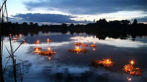 Floating candles at Ivan Kupala's night:  http://es.wikipedia.org/wiki/Noche_de_Iván_Kupala
