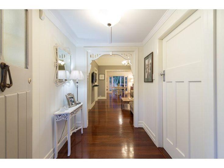 Ashgrovian Queenslander - great hallway!