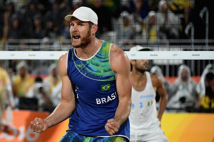 B Schmidt and A Cerutti BRA win gold in men's beach volleyball (2047×1365)
