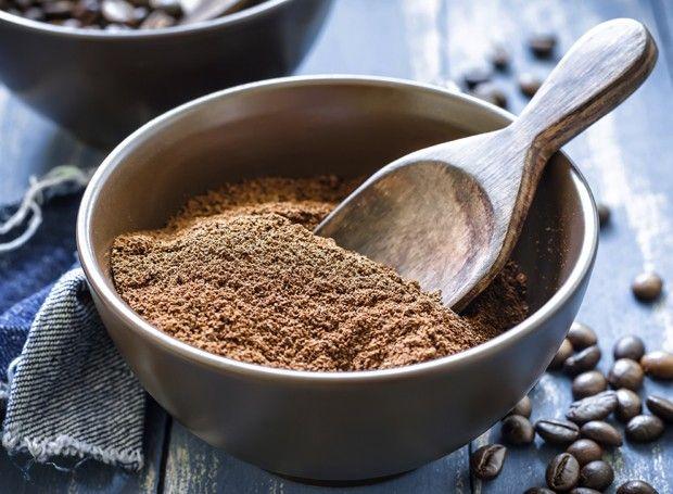 A borra do café é ótima para esconder riscos e arranhões em móveis de madeira escura (Foto: Thinkstock)