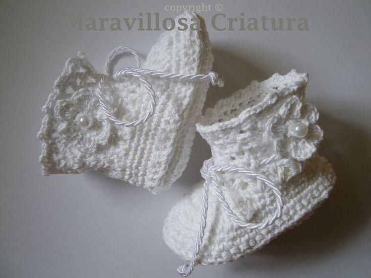 Gebreide & gehaakte schoenen - Witte baby laarzen, heel bijzonder en origineel - Een uniek product van MaravillosaCriatura op DaWanda