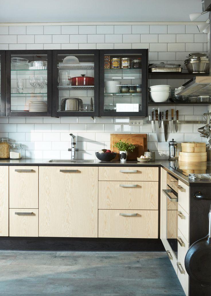 Ett av Sveriges första kök med Miinus-konceptet. Köket finns i ett radhus söder om Stockholm. Läs om köket och köksrenoveringen på blog.puustellimii... //One of Sweden's first Miinus kitchens, build in a house south of Stockholm.  #kök #kitchen #kitchens #interiordesign #interiors #kitchendesign