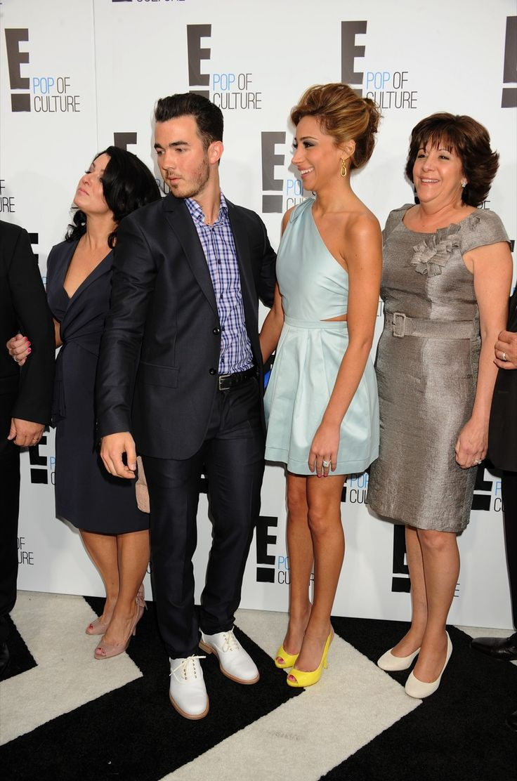 35 best Denise Jonas the beautiful mom of the jonas ...