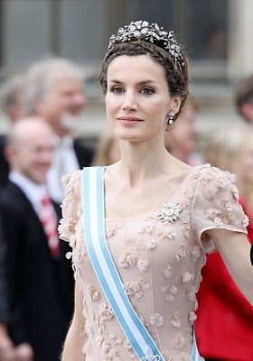 HRH Crown Princess Letizia of Asturias wearing the Mellerio Floral Tiara. This tiara was made by French jewellery company, Mellerio. It's one of the newest tiaras because it was made in 1962 by Francisco Franco's orders. He gave it to Queen Sofia on her wedding day on behalf of the Spanish people.