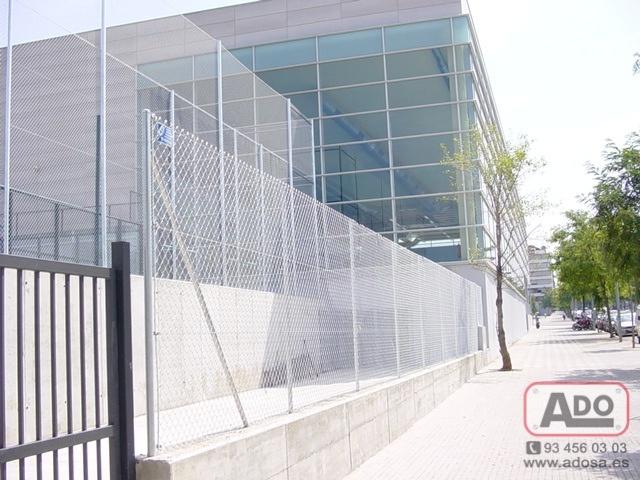 Somos fabricantes y por eso nos podemos adaptar a cualquier tipo de deporte y altura para la instalación de cerramientos deportivos