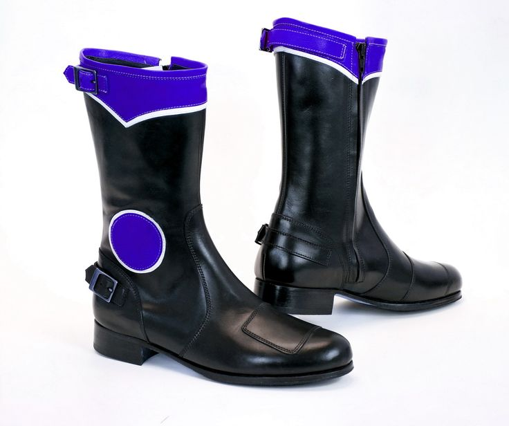 WAt RunnerBull, We offer a latest collection of boots for bikers, available in different colors. To see our collection visit us at http://runnerbull.com/index.php/en/biker