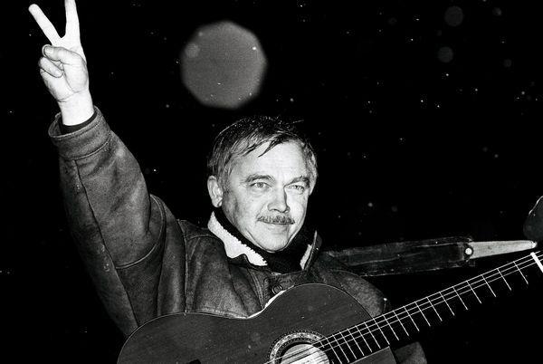 彼は1968年から1989年まで反共主義の「Protestsong」の代表者 だった。  #Roboraion #czech #art #culture #KarelKryl #musician #protest #song #music #writer
