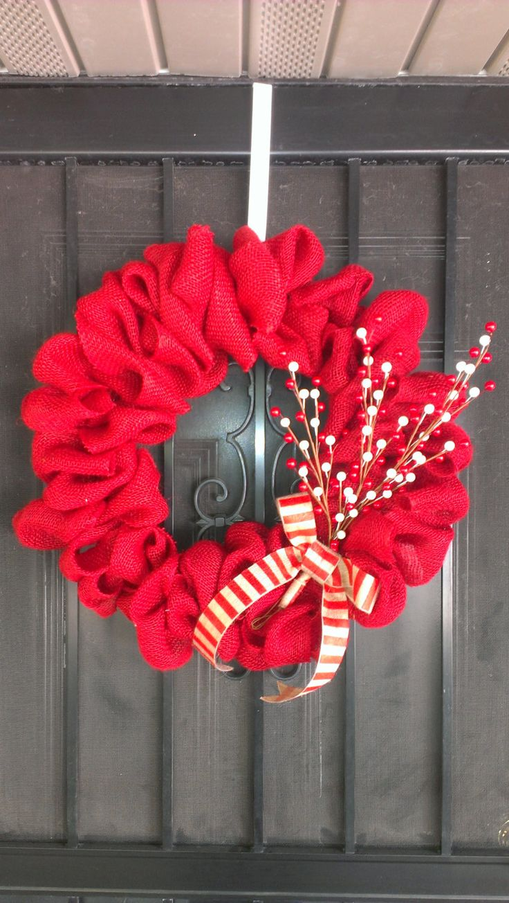 Burlap Christmas Wreath @Colleen Sweeney Sweeney Moore I love this one!