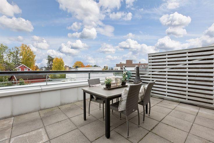 FINN – Toppleilighet midt i hjerte av Bekkestua sentrum - 4.etg. - 2 soverom - Eget vaskerom - Gasspeis - Heis - Stor terrasse - Garasje