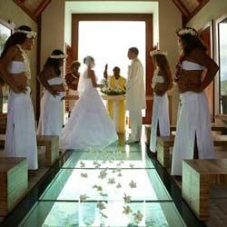Bora Bora Wedding Packages Prices Compared – Resorts vs Cruise Ships!