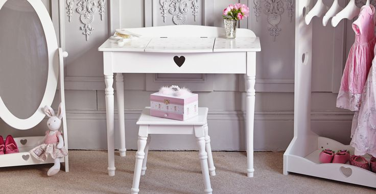 Sweetheart Dressing Table & Stool - White with Pink Hearts | GLTC