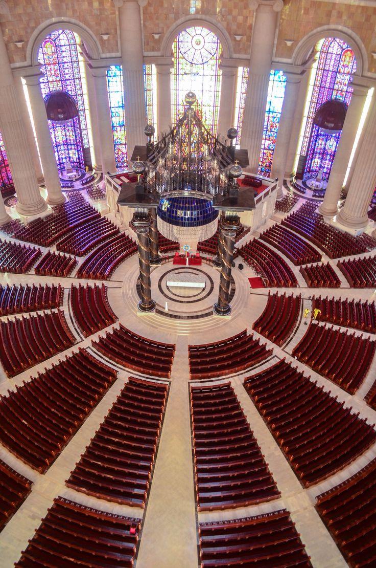 Basique Notre Dame De La Paix De Yamoussokro en Côte D'Ivoire en Afrique De L'Ouest construite par Feu le 1er Président de la Côte D'Ivoire