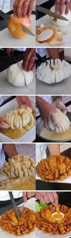 Un pasapalo diferente... Cebolla empanizada con ajo y orégano, al horno.... ¡Uuufff, buenísimo!