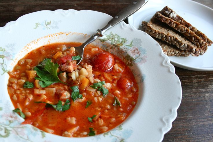Spikersuppe/minestrone med bacon, tomat, linser og gryn - Spiselandslaget