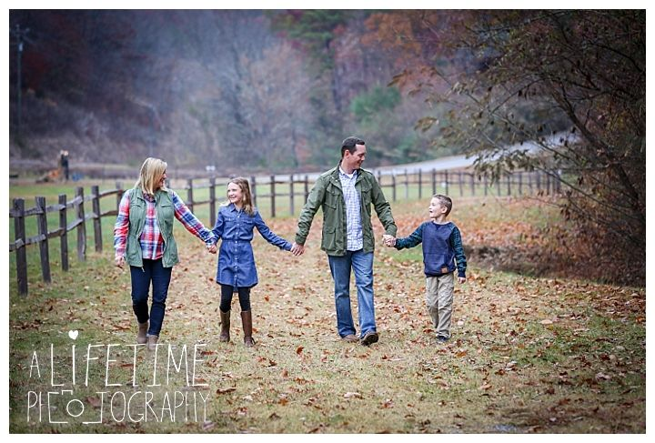 Family Thanksgiving | Bear Creek Crossing Cabins | Pigeon Forge, TN Photographer | A Lifetime Photography