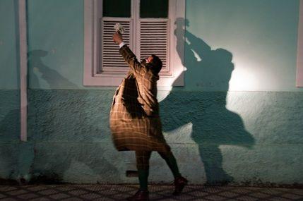 """O Sesc Santo André recebe, nos dias 6 e 13, às 20h, o espetáculo """"Ulisses Molly Bloom – Dançando para adiar"""". Livremente inspirada na obra """"Ulysses"""", do escritor irlandês James Joyce, a peça é um poema cênico, que conta a travessia de Leopold Bloom pela cidade. O ingresso custa R$ 12. Na encenação do clássico...<br /><a class=""""more-link"""" href=""""https://catracalivre.com.br/geral/agenda/barato/livre-adaptacao-da-obra-ulisses-chega-ao-sesc-santo-andre/"""">Continue lendo »</a>"""
