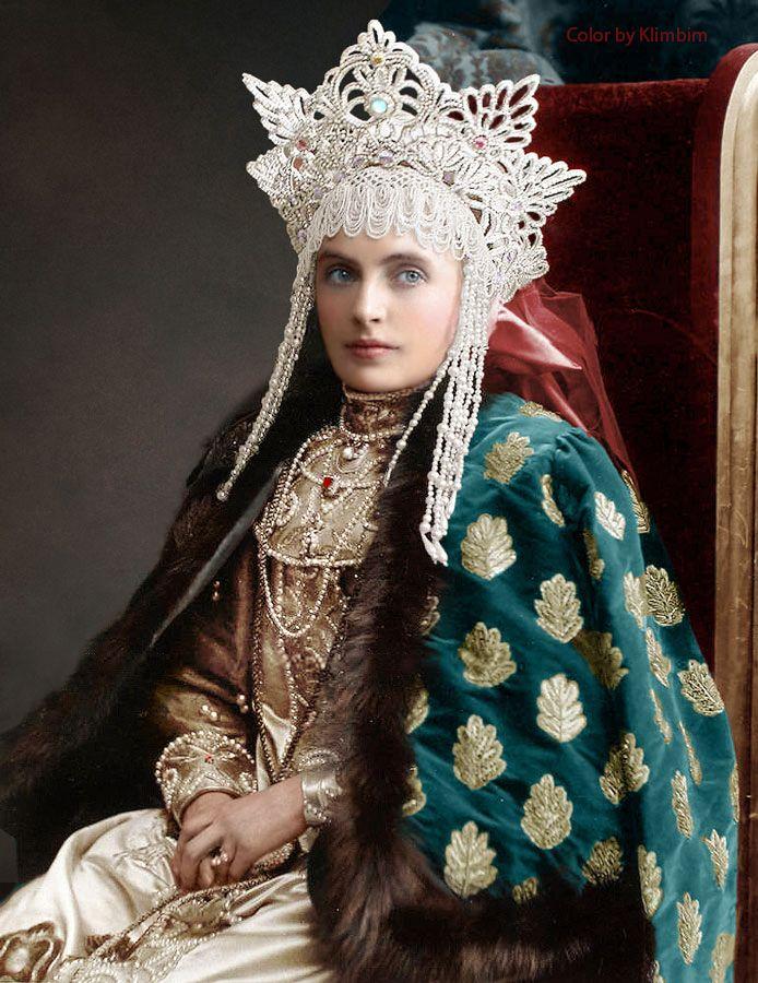 Московский колорист раскрашивает фотографии начала XX века
