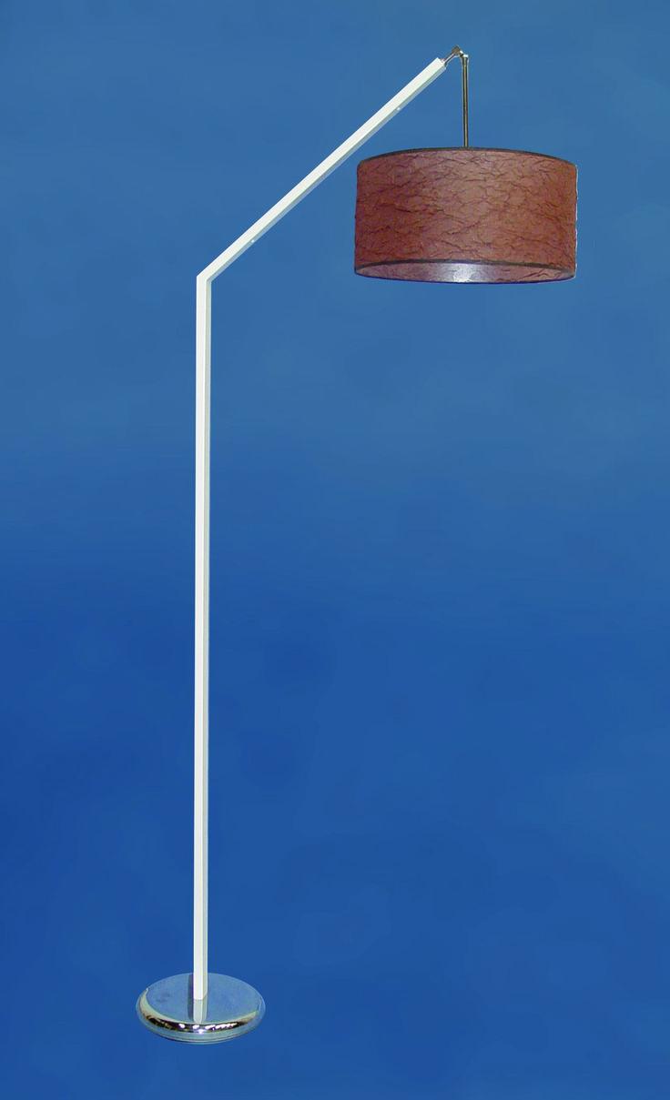 Pie salón tubo rectangular  https://novaluz.es/es/home/164-pie-salon-tubo-rectangular.html  Lámpara pie de salón fabricado con tubo metálico rectangular de 40x20 mm, sobre una base concava metálica de 28 cm de diametro. Pantalla cilíndrica de 40 cm de diametro. Portalámparas E-27 para bombillas de rosca ancha tanto de bajo consumo como led. Pie de salón de diseño italiano ideal tanto para la lectura como para elemento decorativo.