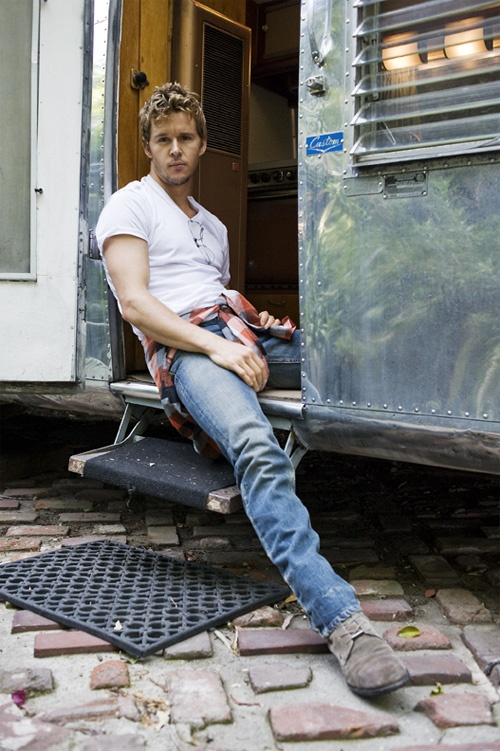 Ryan Kwanten- Nobody wears a pair of jeans like this man. Damn those jeans...
