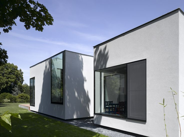 Modern and Minimalist Elise House by Synn Architects.