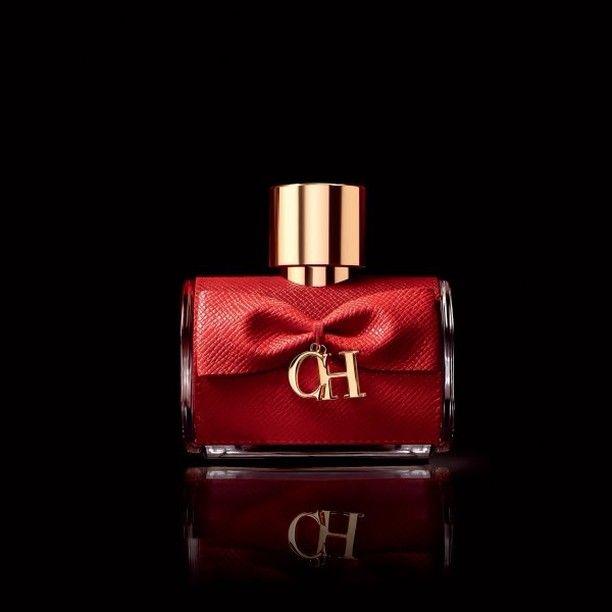 Беспрецедентно сексуальный красный кожаный аккорд, окутанный завесой мускуса, – это новый аромат CH PRIVEE! Роскошное сочетание лучших ингредиентов раскроет вашу утонченную и дерзкую женственность. www.letu.ru