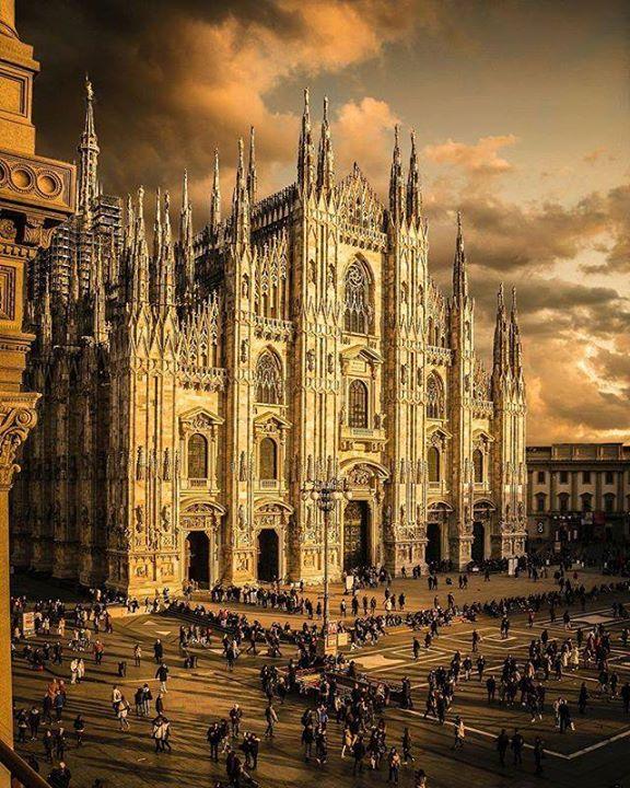 Buongiorno #Milano Tanto bello da sembrare finto. Eppure... #milanodavedere http://ift.tt/1I13bh2 foto di : @_enk Milano da Vedere