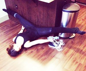 Increase your flexibility with 5 stretches you can do while watching TV!