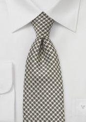 Ein minimalistisches lineares Dessin in mattem champagner liegt auf dem braungrünen Hintergrund dieser ungewöhnlichen Krawatte.