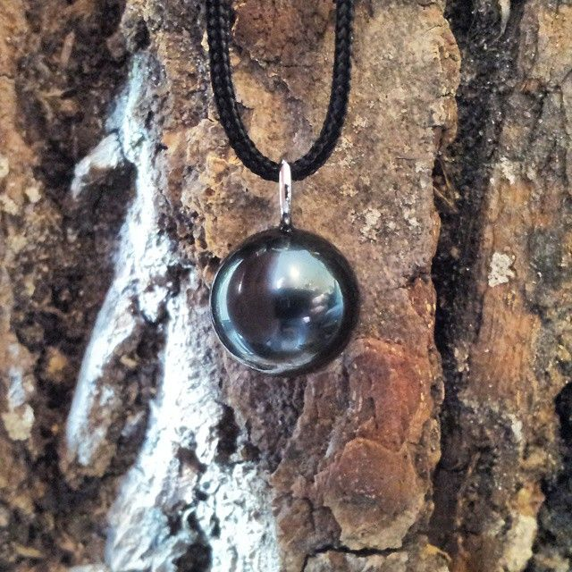 Can't take much pride in this piece, but I will say a big thanks to the mother of this pearl. What a beauty! ✨ this is a Black Tahitian pearl, quite expensive but with care it will almost last forever  They come in many colors but I love this one. From a distance it's nearly pitch black and if you have the pleasure to look at it closely, you can see it's dark royal green color shine through. Such magnificent beauty if you ask me