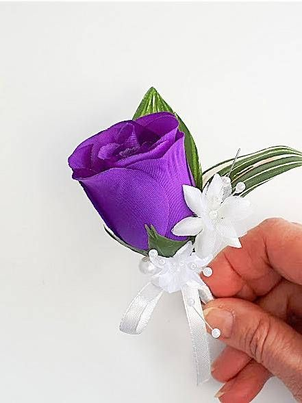 Wedding boutonniere, groom boutonniere, men's wedding flowers - beautiful purple!  Click through to my shop - I love custom orders so do get in touch!  #purpleweddingideas #purpleweddingflowers #boutonniere #purpleweddingtheme #purpleboutonniere