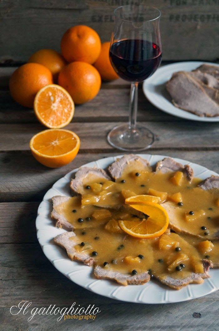 E siamo arrivati ai secondi piatti, la prima proposta è una morbidissima lonza di maiale profumata all'arancia. Gli agrumi sono davvero ...