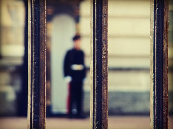 No Trespassing, by Zinvolle - Photo taken in London, England outside the Buckingham Palace.